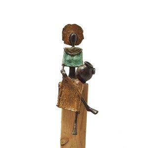 vrouw-met-kruik-beeld-brons