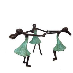 dansende-vrouwen-golvende-rokken-groen