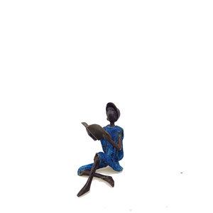 zittende-lezende-man-brons